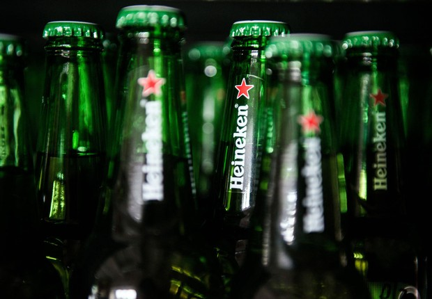 Garrafas de cerveja Heineken (Foto: Akos Stiller/Bloomberg via Getty Images)