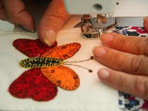 A técnica de patchcolagem é o recorte, a montagem e aplicação de desenho em tecido. (Foto: Adriano Vaccari/Saspe)