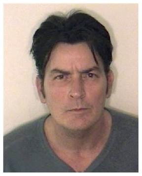 Mug Shot - Charlie Sheen (Foto: Reprodução)