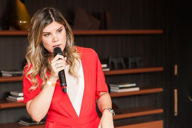 Alana Rox assumiu o microfone para falar sobre os benefícios de uma vida vegana (Foto: David Mazzo)