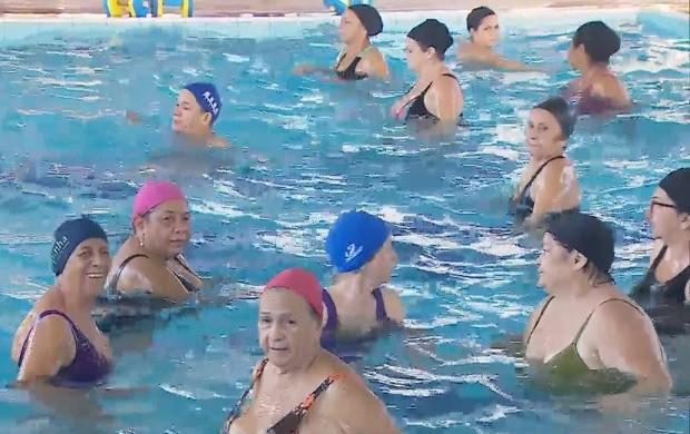 Idosos praticam hidroginástica em Porto Velho (Foto: Bom Dia Amazônia)