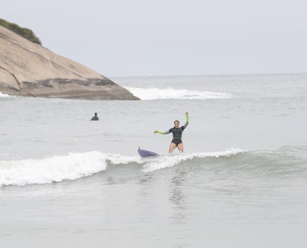 Fabiula se diverte no mar (Foto: Artur Meninea/ TV Globo)