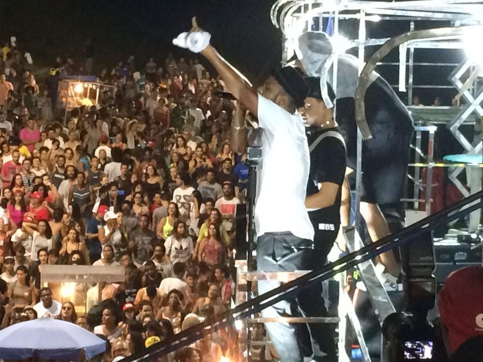Baiana System foi a última atração a se apresentar na manifestaçãos deste domingo (Foto: Maiana Belo/G1 Bahia)