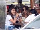 Elba Ramalho almoça com a filha mais velha