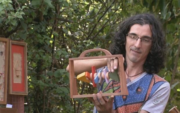 Ex-empresário muda de vida e se torna artista plástico em Roraima (Foto: Roraima TV)
