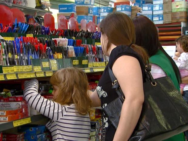 Material escolar em Campinas está 5% mais caro em 2014 (Foto: Reprodução EPTV)