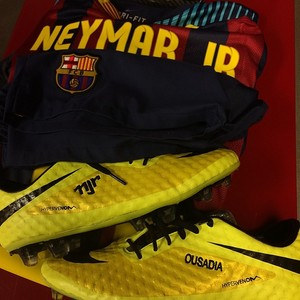 Neymar mostra uniforme (Foto: instagram)