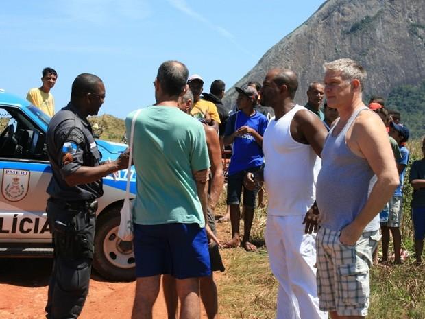 Amigos do turista estiveram no local do crime em Maricá, RJ (Foto: Romário Barros / Lei Seca Maricá)