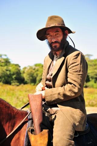Chico Diaz interpreta o coronel Melk em Gabriela (Foto: TV Globo / João Miguel Júnior)