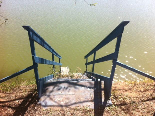 Escadaria próxima ao local onde corpo do estudante foi achado (Foto: Kleber Tomaz/G1)