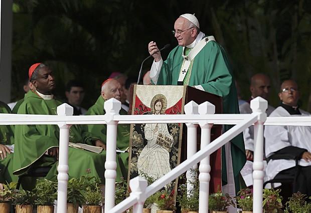 Papa Francisco reza a primeira missa de sua visita a Cuba, na Paça da Revolução de Havana (Foto: Claudia Daut/Reuters)