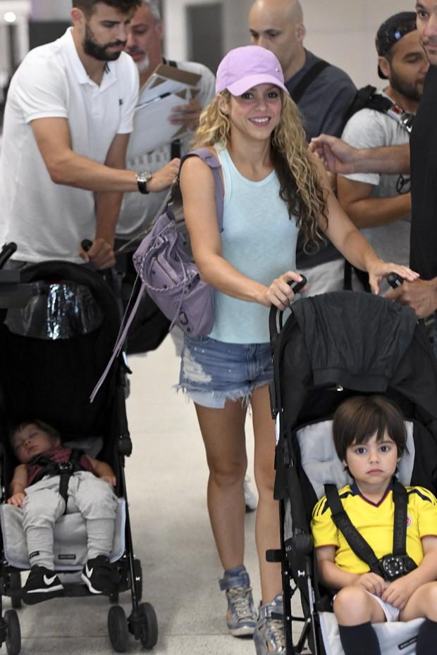 Shakira e família (Foto: The Grosby Group)