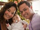 Solange Couto mostra árvore de Natal e posa para o EGO com a família