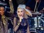 Gwen Stefani usa body cavado e transparente em show