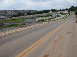 Todas as obras de pavimentação contam com galerias de águas pluviais, guias e sarjetas (Foto: Assis Cavalcante)
