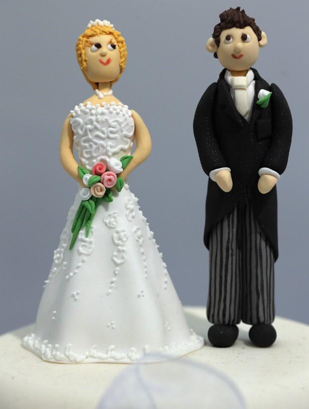 Homem pede divórcio durante casamento após ver rosto da noiva