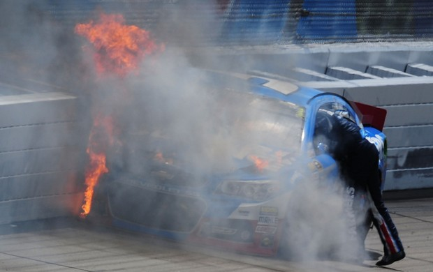 Nascar Sprint Cup Michigan Kasey Kahne incêndio (Foto: Agência Getty Images)
