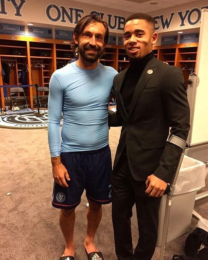 """BLOG: Gabriel Jesus se encontra com Pirlo em Nova York: """"Simplesmente maestro"""""""