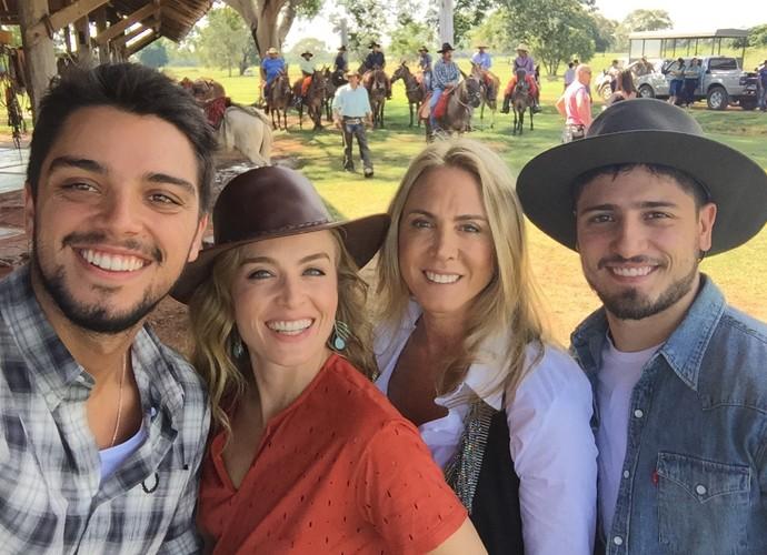 Hortência mostra foto com Angélica, Simas e Daniel (Foto: Arquivo Pessoal)