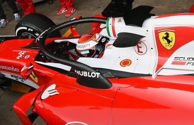 Kimi Raikkonen testa o halo de proteção na pré-temporada da Fórmula 1 em Barcelona (Foto: Getty Images)