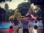 Ronaldo Fenômeno curte último dia de férias com as filhas e a noiva