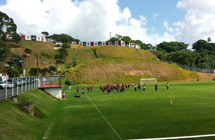 Jogadores do Vitória treinam na Toca do Leão (Foto: Thiago Pereira)