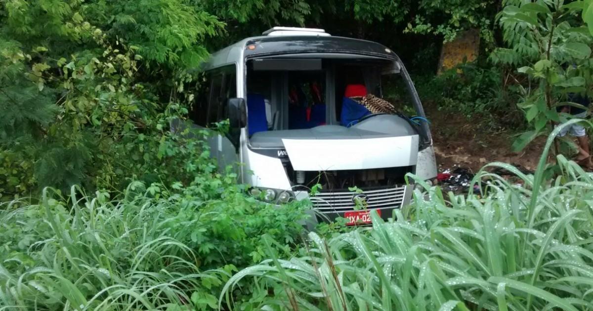 Micro-ônibus capota durante chuva e deixa 20 feridos no Tocantins - Globo.com