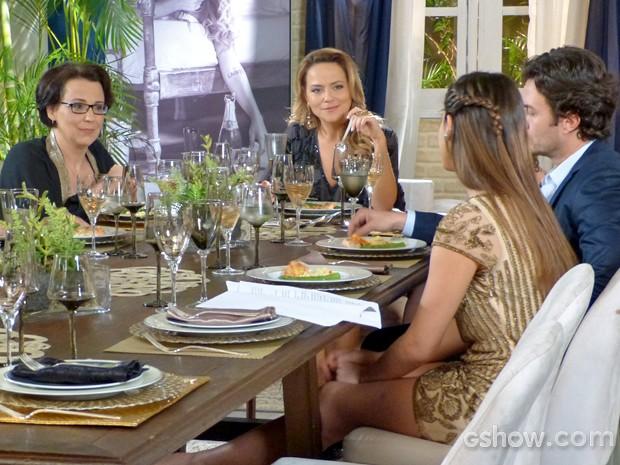 Selma e Shirley se juntam e provocam Luiza (Foto: Em Família/ TV Globo)