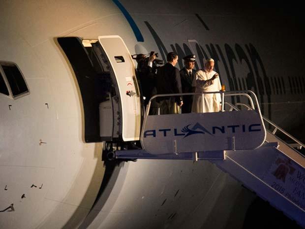 Papa Francisco se despede na noite deste domingo (27) dos Estados Unidos (Foto: AP Photo/Laurence Kesterson, pool)