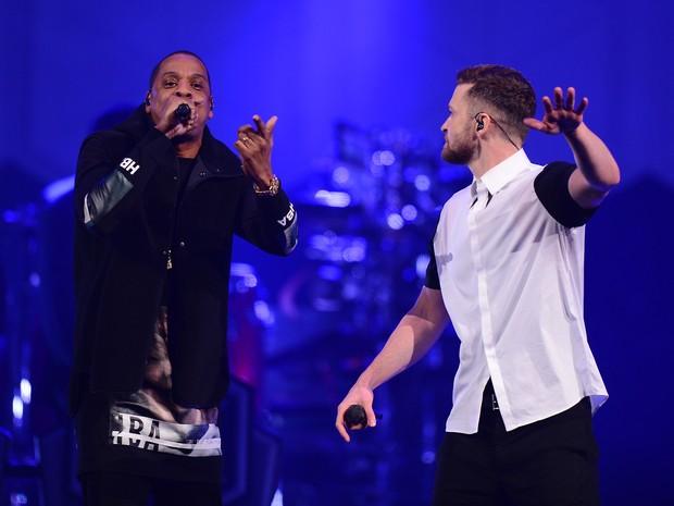 Jay-Z canta com Justin Timberlake em Nova York, nos Estados Unidos (Foto: Stephen Lovekin/ Getty Images/ AFP)