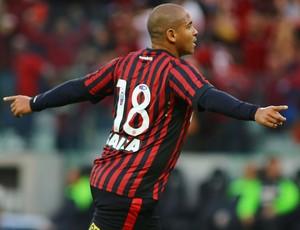 walter gol atlético atletiba (Foto: Giuliano Gomes/PR Press)