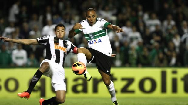 Rever e Deivid Coritiba x Atlético-MG (Foto: Geraldo Bubniak / Ag. Estado)