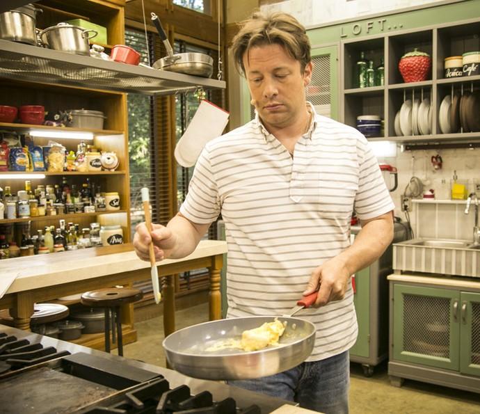 """Jamie Oliver comandou a cozinha do """"É de Casa"""" e deixou todo mundo com água na boca (Foto: Raphael Dias/ Gshow)"""