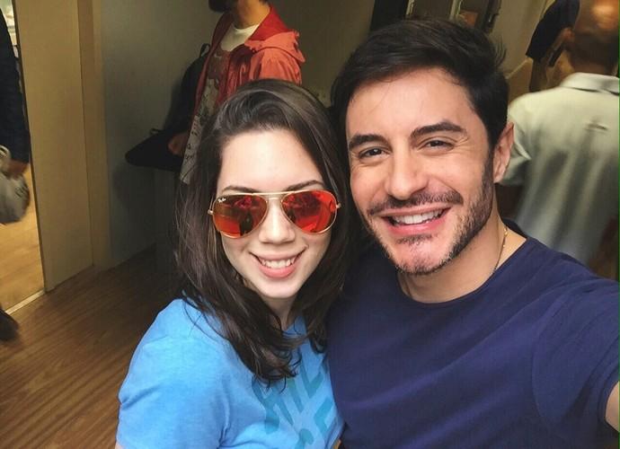 Beatriz faz selfie com Ricardo Tozzi durante visita a ensaio do programa (Foto: Arquivo pessoal)