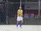 Rodrigo Santoro e Marcos Palmeira jogam futebol  no Rio