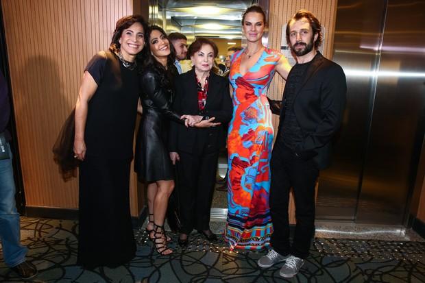 Totia Meireles, Carol Castro, Beatriz Segall, Letícia Birkheuer e Nicola Lama em estreia de musical em São Paulo (Foto: Manuela Scarpa/Photo Rio News)