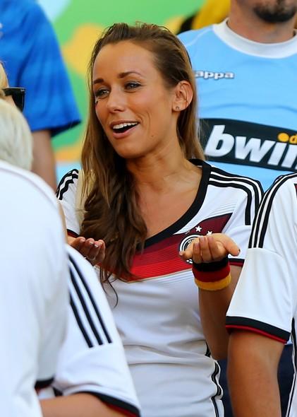 No quesito beleza, a apresentadora de TV alemã Annemarie Carpendale foi um dos destaques da torcida