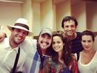 Rodrigo Lombardi e Cleo Pires posam com colegas de 'Salve Jorge'