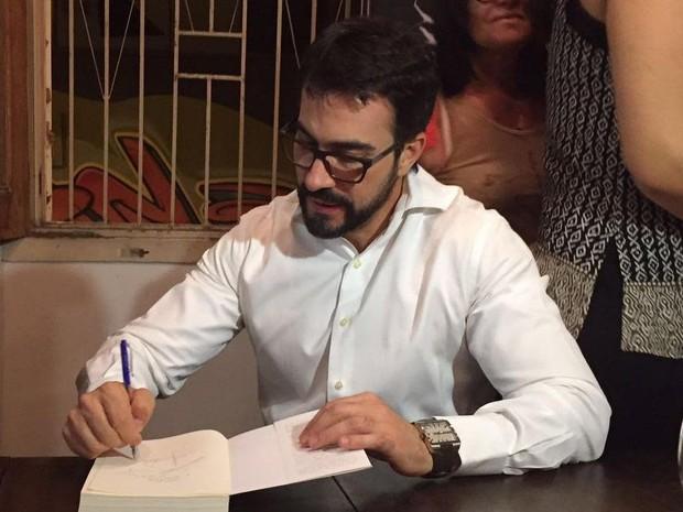 Padre Fábio de Melo lança livro em Taubaté (Foto: Poliana Casemiro)