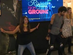 Jogadores se divertiram tentando imitar coreografias de game de dança (Foto: Reprodução RBS TV)