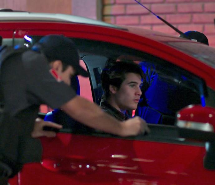 'O que foi que eu fiz', pergunta Rodrigo (Foto: TV Globo)