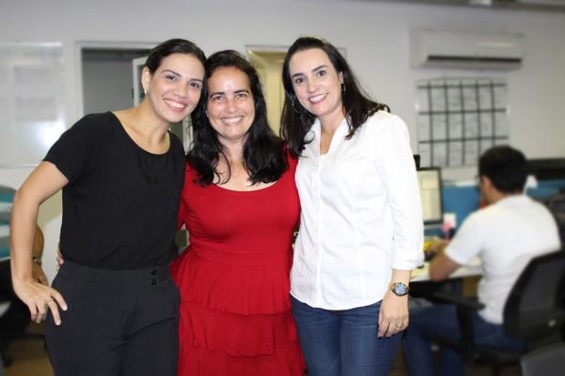 Produtoras das reportagens, Neyara Pinheiro e Jussara Santa Rosa com Cláudia Gaigher na redação da rede Clube (Foto: Rede Clube) (Foto: TV Clube)