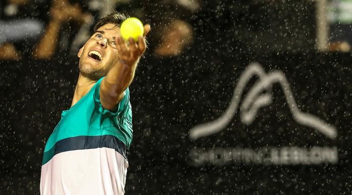 Dominic Thiem durante jogo contra Guido Pella na chuva Aberto do Rio Open (Foto: Fotojump)