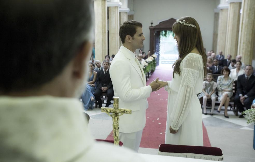 Vitor se sente realizado ao finalmente se casar com Alice (Foto: Ellen Soares/Gshow)