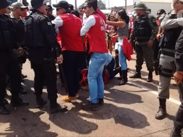 Integrantes de comitiva se arritaram durante cavalgada por falta de cerveja em comitiva (Foto: Iryá Rodrigues/G1)