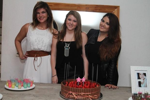 Cristiana Oliveira com as filhas, Antonia e Rafaella (Foto: Anderson Borde / AgNews)