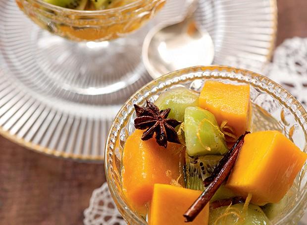 Frutas frescas em calda aromática (Foto: Iara Venanzi/Editora Globo)