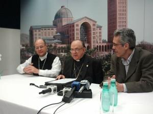 Dom Raymundo durante coletiva que anunciou detelhes da visita do Papa Francisco a Aparecida  (Foto: Suellen Fernandes/G1)