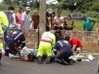 Motociclista morre após bater em mureta e poste em Uberaba