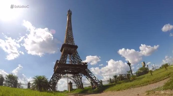 A cidade tem sua própria réplica da Torre Eiffel (Foto: reprodução/RPC)